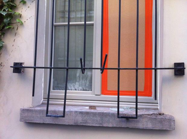 Ferronnerie janssens grille porte protections de fen tres for Barre de protection pour fenetre